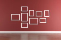 Frames de retrato brancos na parede vermelha Imagem de Stock
