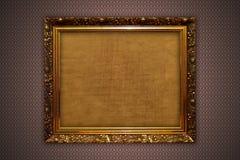 Frames do ouro na parede Imagens de Stock
