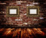 Frames do ouro na parede Imagem de Stock