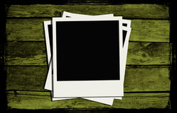 Frames do Polaroid sobre a madeira velha ilustração stock