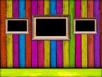 Frames do vintage no quarto de madeira fotos de stock royalty free