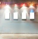 Frames em branco na parede Fotos de Stock Royalty Free