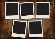 Frames envelhecidos da foto na parede de madeira Fotos de Stock Royalty Free