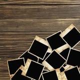 Frames envelhecidos da foto no fundo de madeira Fotografia de Stock