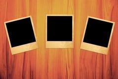 Frames imediatos em branco da foto em de madeira Imagem de Stock Royalty Free