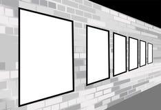 Frames op baksteen witte muur Royalty-vrije Stock Afbeeldingen