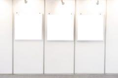 Frames vazios em um quarto Fotografia de Stock Royalty Free