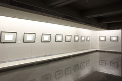 Frames vazios no showcase Imagens de Stock