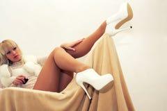 framför den härliga kvinnlign isolerade ben 3d välformad white Royaltyfri Foto