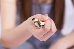 framförd anti bild som 3d avslutas rökning Arkivbilder