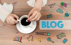 framförd begreppsbild för blog 3d Bästa sikt för kaffekopp på trätabellbackgroundr Royaltyfri Bild