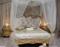 framförd inre blixt för omgivande sovrum 3d royaltyfri fotografi