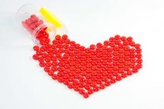 framförde illustrationen isolerade pills för förälskelse 3d white Arkivbild
