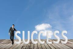 framgång för resultat för affärsmanbegreppsgraf arkivbilder