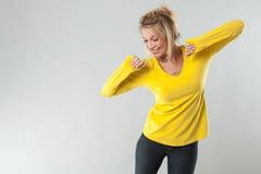 Framgång- och wellbeingbegrepp för blond kvinna för dynamisk 20-tal Royaltyfri Fotografi