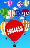 FRAMGÅNG som är skriftlig på ballongen för varm luft med en bakgrund för blå himmel royaltyfri illustrationer