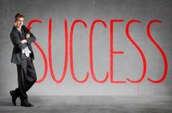 Framgång som är skriftlig på en vägg arkivfoto
