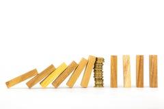 Framgångstrategi, pengar och dominobricka Royaltyfri Bild