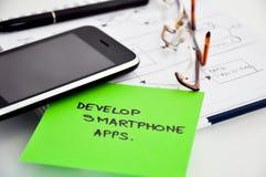Framkalla smartphoneapps royaltyfria bilder