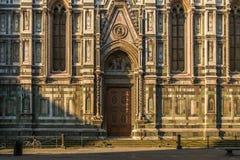 Framme av den Florence duomoen på gryning Royaltyfri Foto
