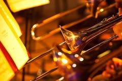 Frammento dei tromboni nell'orchestra fotografie stock libere da diritti