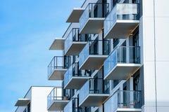 Frammento del bene immobile del complesso dell'edificio residenziale del condominio fotografia stock