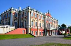 Frammento del palazzo di Kadriorg dell'insieme del parco e del palazzo fotografie stock libere da diritti