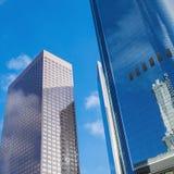 Frammento dell'ufficio alta tecnologia della facciata moderno Immagini Stock