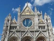 Frammento della facciata openwork di Siena Cathedral, Italia fotografia stock libera da diritti