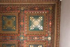 Frammento di legno dipinto del soffitto dentro il Palazzo medievale Vecc Fotografie Stock Libere da Diritti