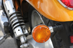 Frammento di un motociclo - la retrovisione Fotografie Stock Libere da Diritti