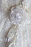 Frammento di un vestito della sposa Fotografia Stock