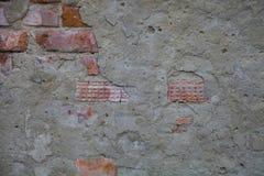 Frammento di una costruzione con un muro di mattoni crollato Fotografia Stock