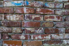 Frammento di una costruzione con un muro di mattoni crollato Fotografia Stock Libera da Diritti