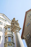 Frammento di una fontana nella vecchia città di Zurigo in Svizzera Immagine Stock Libera da Diritti
