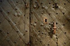 Frammento di vecchi portelli bronze modellati Fotografia Stock