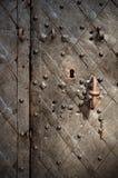 Frammento di vecchi portelli bronze modellati Fotografie Stock