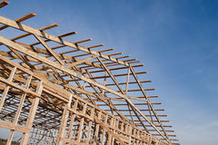 Framming av en ny ladugård under konstruktion Arkivfoto