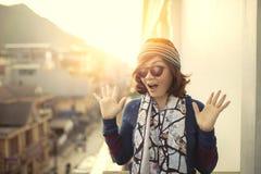 Framsida av den överraskande framsidan för mer ung asiatisk kvinna Royaltyfria Foton