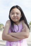 Framsida av den asiatiska flickakramen själv med att le lycklig sinnesrörelse för framsida Royaltyfria Foton