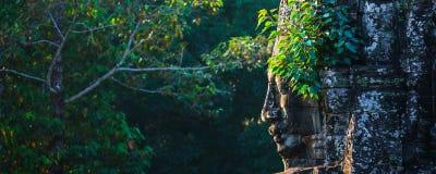 Framsida av den Bayon templet, Angkor, Cambodja Arkivfoto