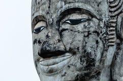 Framsida av den gamla Buddha för leende Royaltyfria Foton