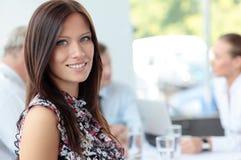 Framsida av den härliga affärskvinnan Fotografering för Bildbyråer