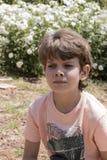 Framsida av det gulliga pojkeslutet Arkivfoto