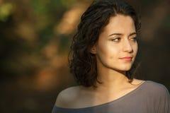 Framsida av en härlig kvinna Fotografering för Bildbyråer