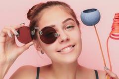 Framsida av en härlig ung flicka med ett rent slut för ny framsida upp Arkivfoton