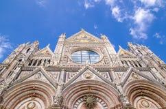 Framsida av Siena Cathedral i Siena italy siena tuscany Arkivbilder