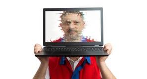 Framsida för supermarketanställdbeläggning med bärbar datorskärmen royaltyfria foton