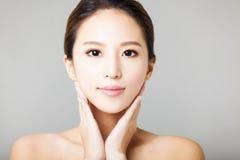 Framsida för ung kvinna för Closeup arkivbild