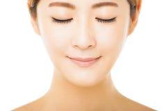 Framsida för ung kvinna för Closeup härlig arkivfoto